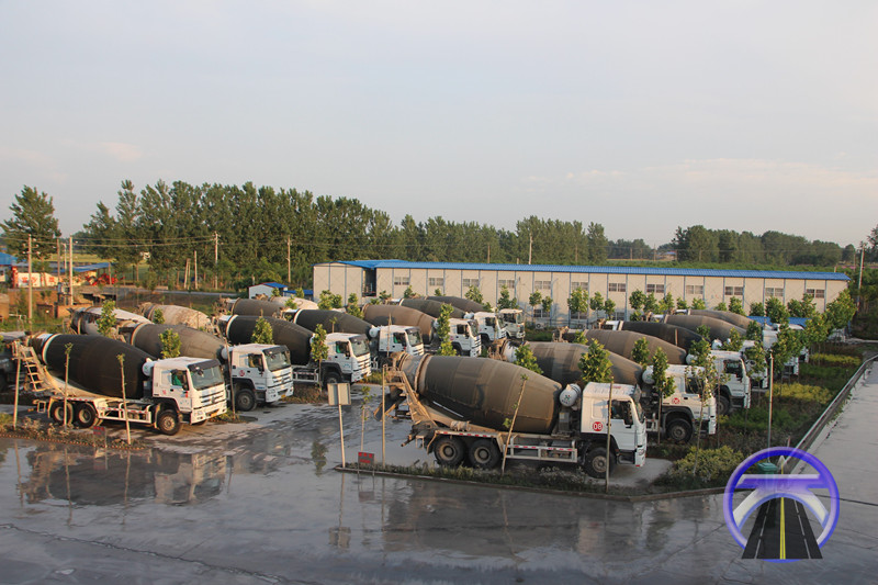 混凝土运输车队